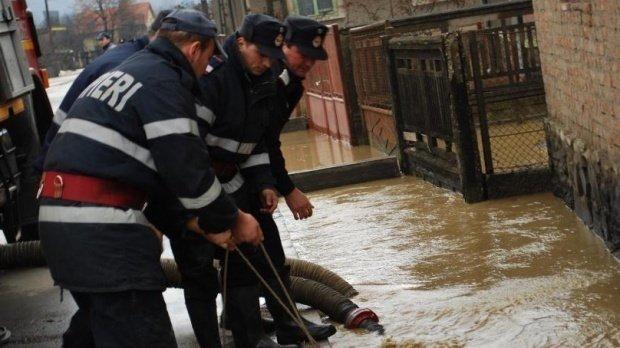 Codul roșu de inundații a fost prelungit până la ora 18.00