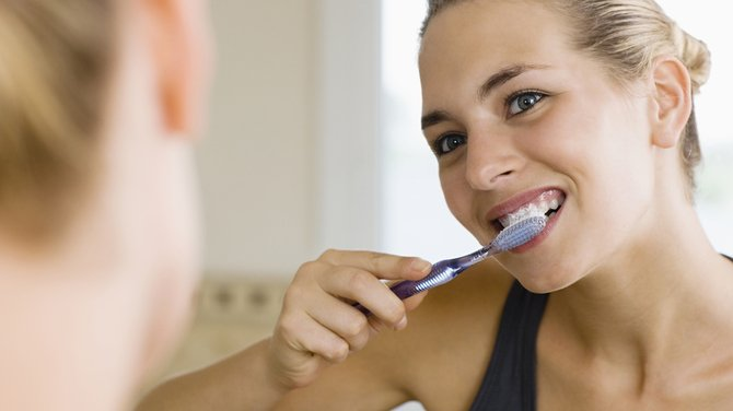 Cum să-ți faci pastă de dinți cu ciocolată. Este la fel de eficientă ca pasta de dinți normală