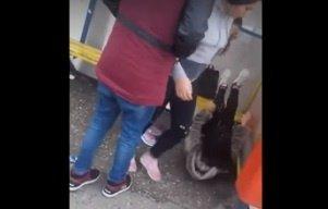 Decizia autorităților în cazul elevelor care și-au bătut fără milă colega într-o stație de autobuz din Tulcea
