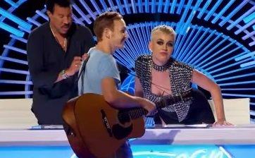 """Katy Perry, aspru criticată pe internet. Artista a sărutat un concurent la 'American Idol'. """"M-am simțit imediat inconfortabil"""""""