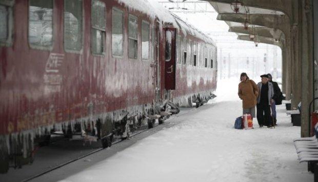 Probleme mari din cauza vremii. Mai multe trenuri au întârziat ore întregi