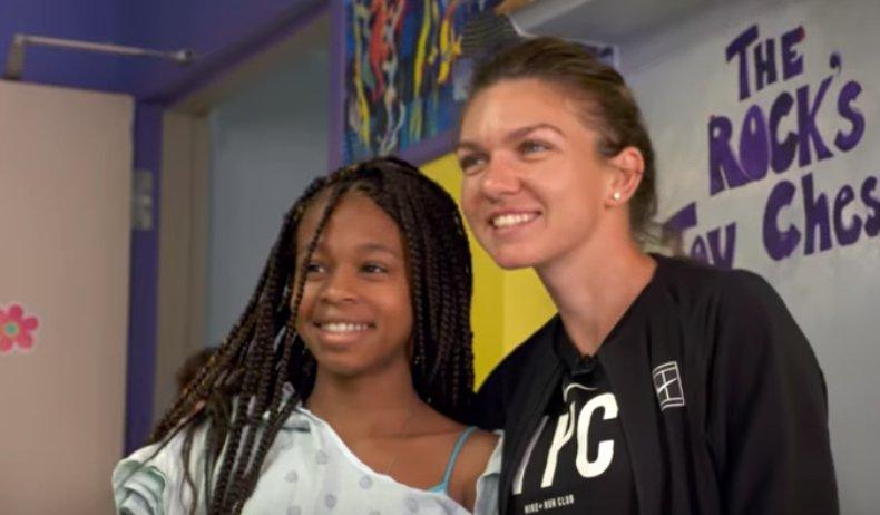 Imagini inedite cu Simona Halep. Sportiva a vizitat un spital pentru copii din Miami, încărcată de daruri - VIDEO