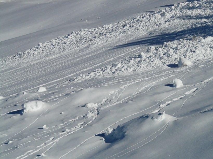 Alertă în toate masivele montane din România: risc crescut de avalanşă!