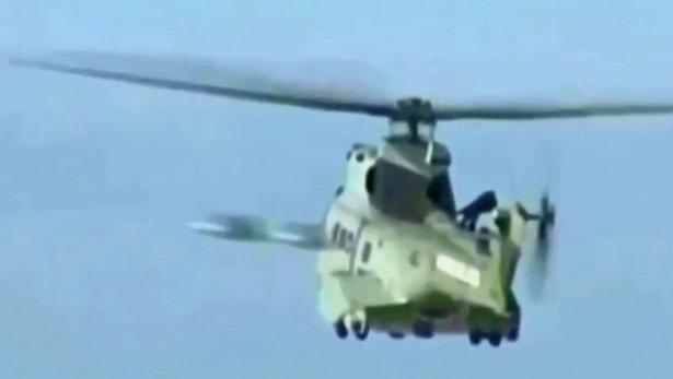 Două presupuse OZN-uri, filmate în timp ce zburau pe lângă un elicopter militar - VIDEO