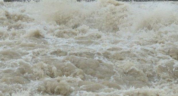 Stare de alertă în Teleorman. Zeci de case inundate și două drumuri blocate