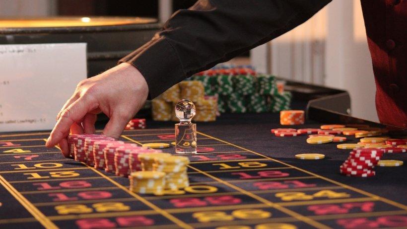 Un bărbat și-a pierdut familia la jocurile de noroc