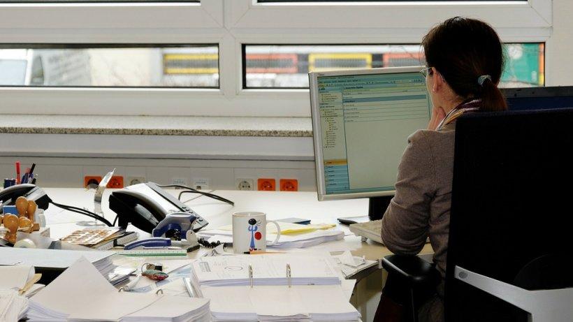 Cum îi dai seama că locul tău de muncă îți este dăunător