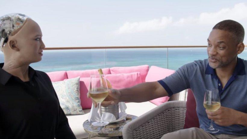Will Smith, întâlnire cu robotul Sophia. Ce s-a întâmplat când a vrut să o sărute - VIDEO