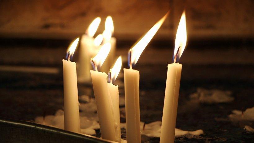 Puterile lumânărilor din Joia Mare. Sigur nu știai asta! În ce zile se aprind pe parcursul anului
