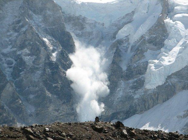 Risc uriaș de avalanşă pe Platoul Bucegi. Pe văi, stratul de zăpadă măsoară chiar şi peste trei metri