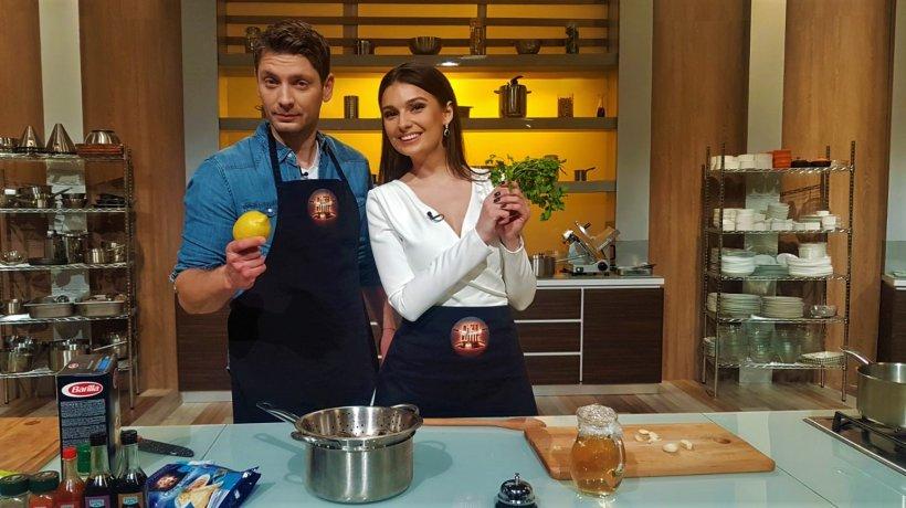 """Vali Butnaru și Olivia Păunescu, de la pupitrul de știri, în bucătăria """"Chefi la cuțite"""""""