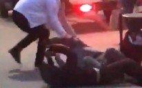 Incident revoltător pe străzile din Pașcani! Un bărbat a agresat sexual o femeie sub ochii trecătorilor (VIDEO)