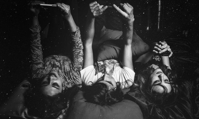 Trei tinere, găsite fără suflare într-o locuință. Cauza i-a îngrozit pe apropiați