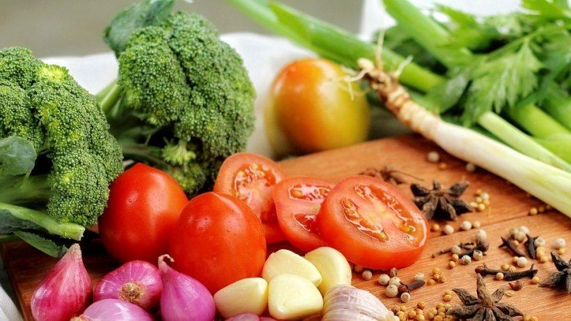 Alimentele sănătoase mâncate în exces pot dăuna grav sănătăţii