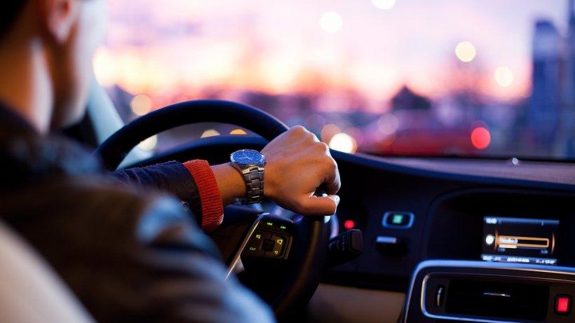 Prețul RCA s-ar putea reduce pentru şoferii prudenți în trafic