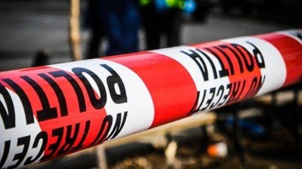 Crimă într-un parc din Reşiţa. Un bătrân a fost ucis în bătaie cu tabla de rummy