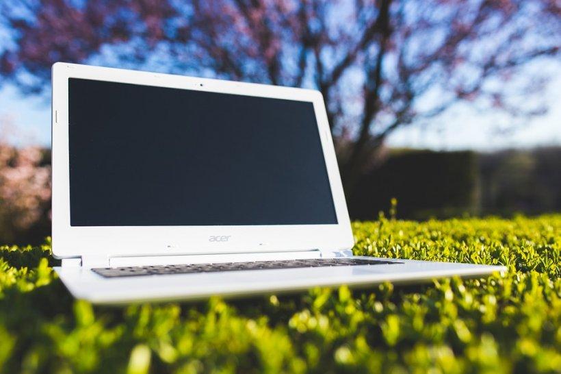 eMAG reduceri. 3 laptopuri grozave sub 800 de lei cu ocazia Stock Busters