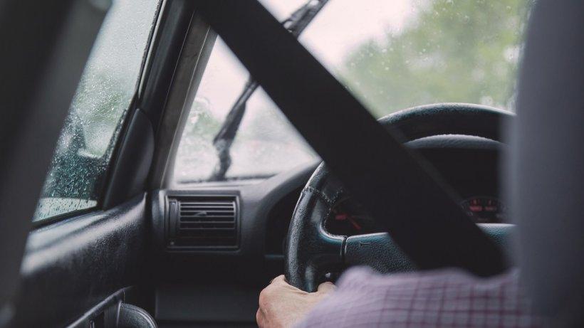 Sunt persoanele în vârstă periculoase la volan? Un nou studiu oferă răspunsul