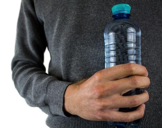 Atenție! Ce ți se întâmplă atunci când bei apă din sticle de plastic