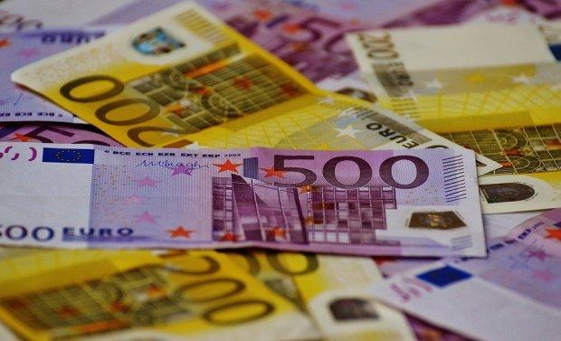 CURS VALUTAR. Euro creşte spre nivelul de 4,66 lei