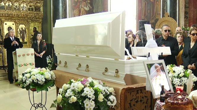 Incident la înmormântarea Ionelei Prodan. O ambulanță a fost chemată la cimitirul Bellu