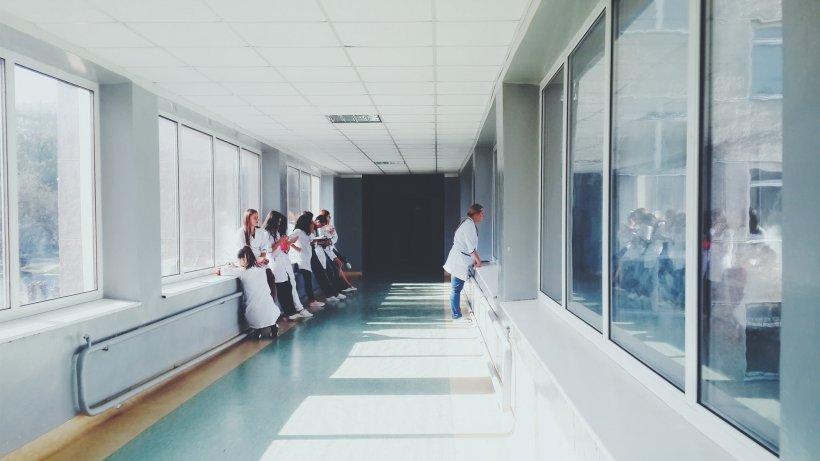 Trei copii din Râmnicu Sărat au ajuns în stare gravă la spital după ce au mâncat otravă de șoareci acasă
