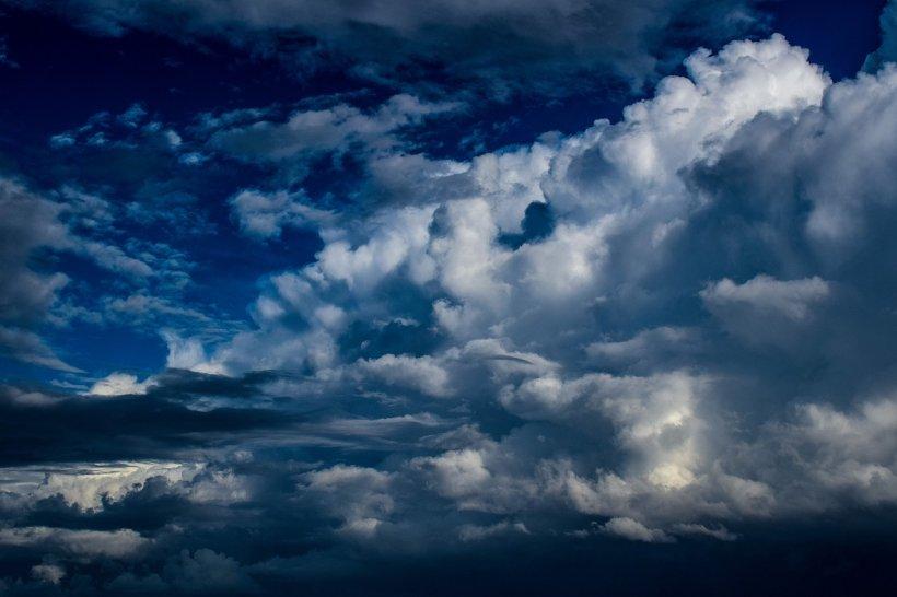 Avertizare de fenomene meteo periculoase în șase judeţe din zona Moldovei