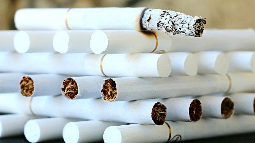 Fumatul dăunează grav libertății. Povestea unui bărbat condamnat la șase ani de închisoare pentru că a cumpărat câteva pachete de țigări