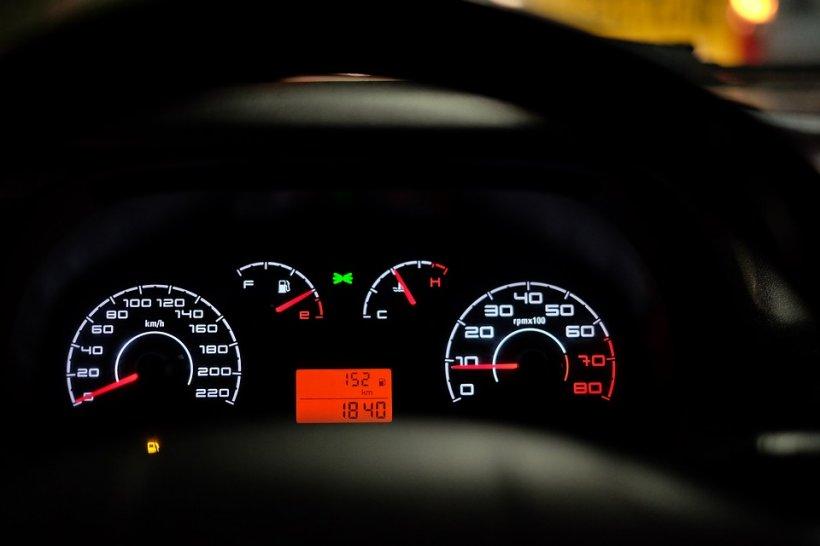 Metoda infailibilă cu care afli câţi kilometri reali are o maşină second-hand