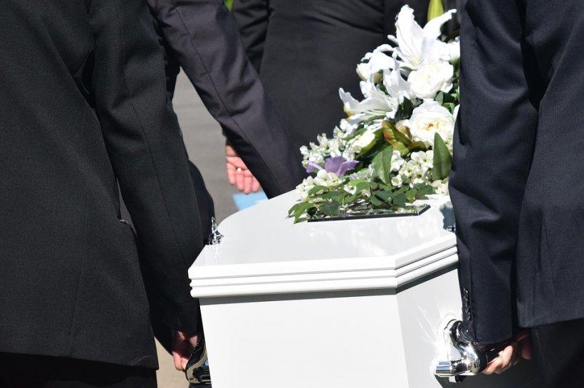 Toată lumea se pregătea de înmormântare! Ce s-a întâmplat când capacul sicriului a început să se mişte