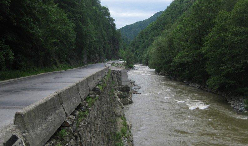 Accident la rafting în Defileul Jiului: Un bărbat a murit, după ce a căzut în râu