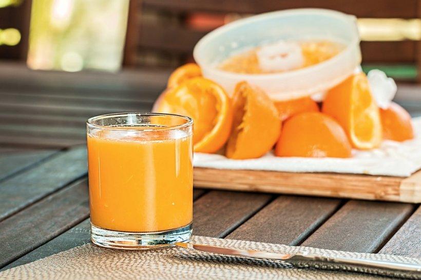 Pericolele ascunse în sucul de fructe