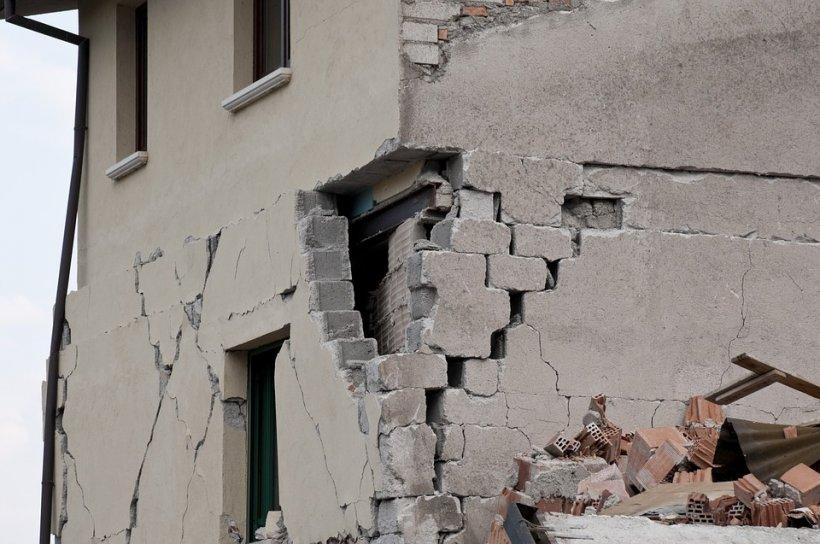 Cutremur cu magnitudinea 5,2 în sud-estul Turciei: 39 răniţi, numeroase clădiri avariate. Seismul a fost urmat de opt replici