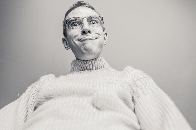 Cuvintele ,,imbecil'', ,,cretin'', ,,idiot'', ,,debil'', ,,retardat'' sunt folosite în sens greşit