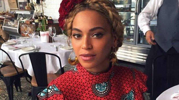 Incident neplăcut pentru Beyonce. Artistaacăzut pe scenă - VIDEO