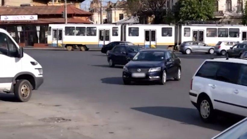 O femeie și-a parcat mașina într-o intersecție din București. Este incredibil ce le-a spus polițiștilor - VIDEO