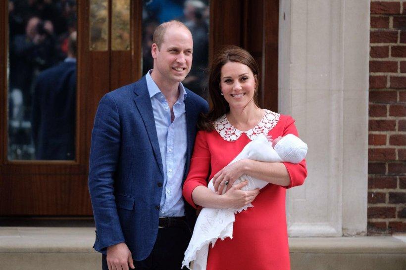 Primele imagini cu noul bebeluș al Prințului William și Kate Middleton - Galerie Foto