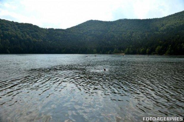 Scăldatul în cea mai pură apă din România a fost interzis
