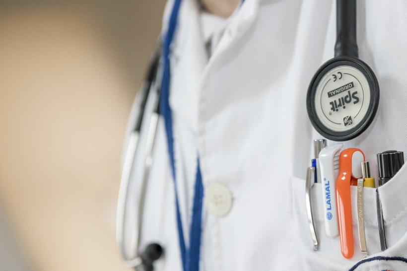 Medic din Capitală, pus sub control judiciar pentru luare de mită