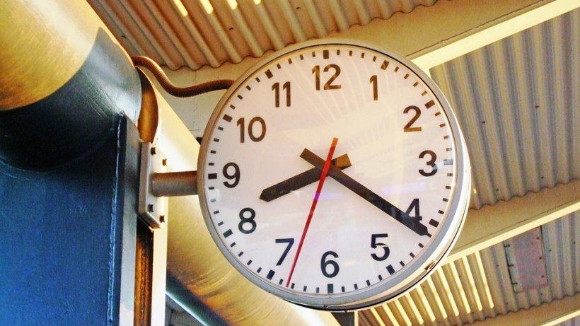 Motivul șocant pentru care școlile britanice vor renunța la ceasurile de tip analog