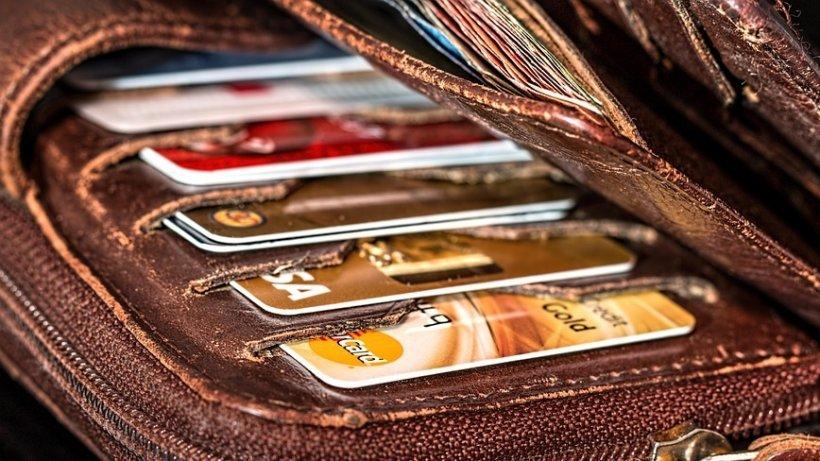 Prima țară din lume în care nu se mai achită cu bani cash