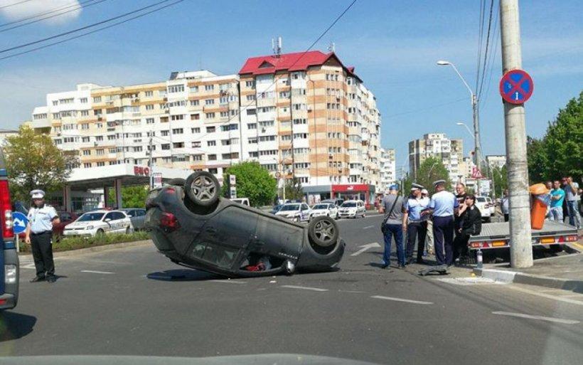 Soția unui polițist, implicată într-un accident rutier. Femeia avea o alcoolemie de record