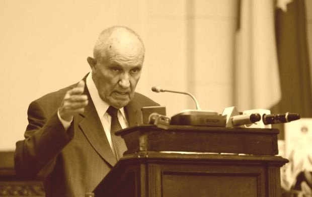 Trupul neînsufleţit al lui Dinu C. Giurescu, depus la sediul Facultăţii de istorie. Când va avea loc înmormântarea