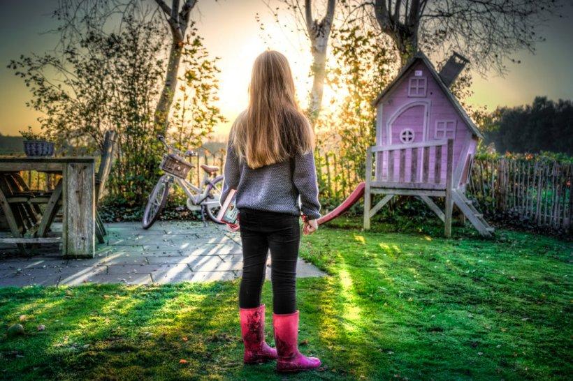 O fetiță de 11 ani a născut pe neașteptate. Când au auzit cine e tatăl, părinților li s-a făcut rău
