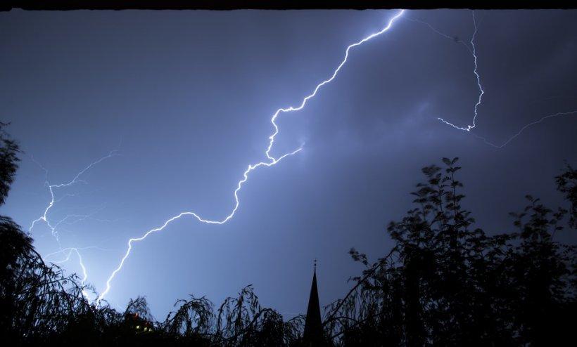 Alertă meteo. Vin ploile torențiale, cu grindină și vijelii