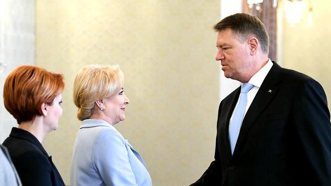 Ce însamnă faptul că Iohannis îi retrage încrederea premierului Dăncilă
