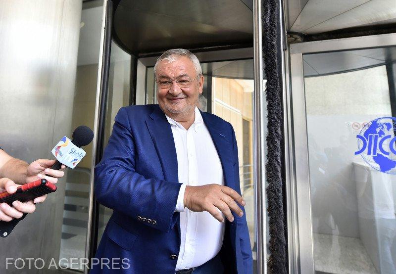 Fostul ministru Sebastian Vlădescu este urmărit penal de DNA. Este acuzat de luare de mită şi trafic de influenţă în formă continuată