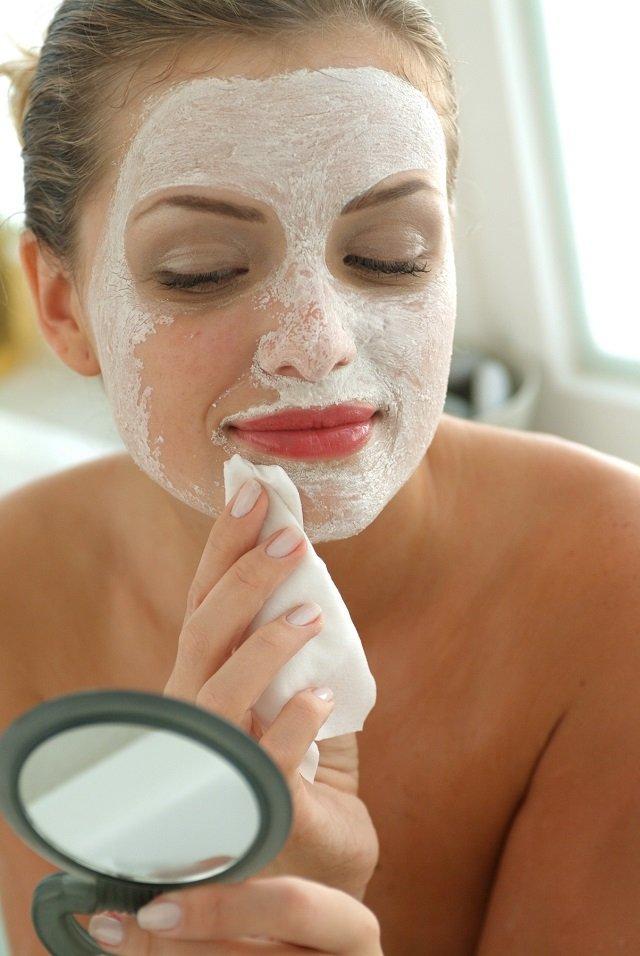Masca de faţă care te scapă de acnee şi de punctele negre! Face minuni pentru frumuseţea ta si e foarte usor sa o prepari!