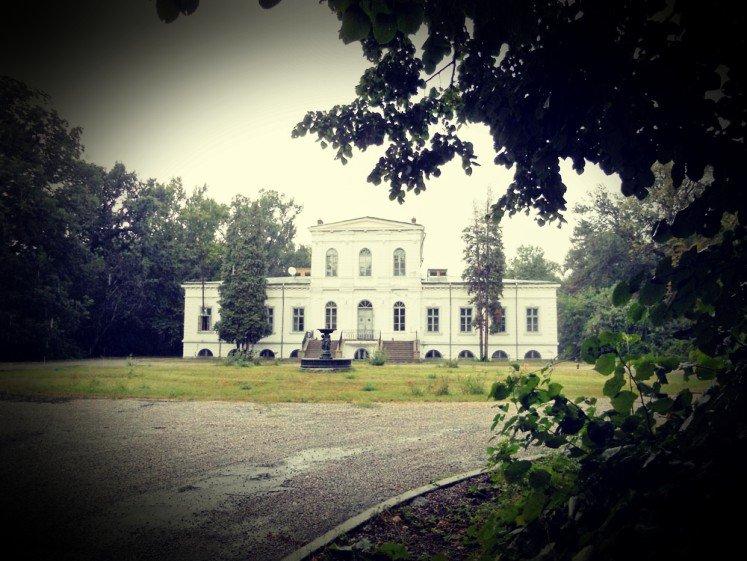 Misterele Palatului Ghica de Căciulați. Cui ar fi aparținut sutele de schelete descoperite pe domeniul