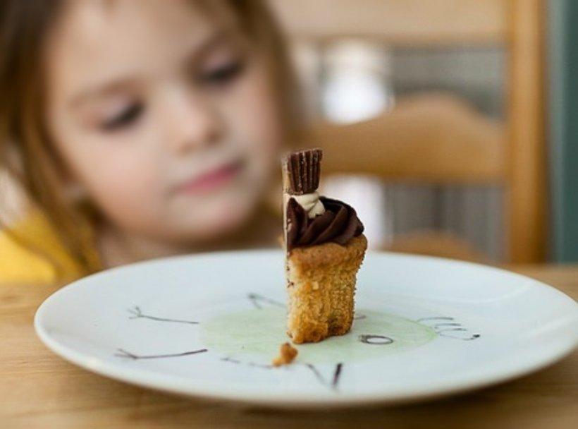 Substanță interzisă în România, descoperită într-o prăjitură. O fetiță de doar patru ani a ajuns de urgență la spital